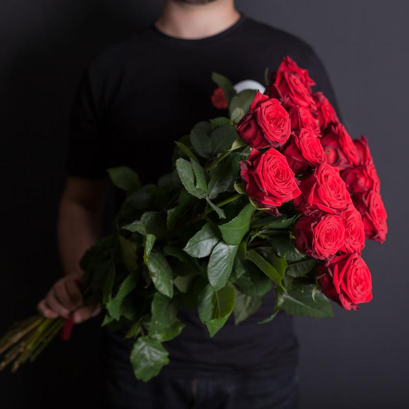 Картинки пацана с розами без лица